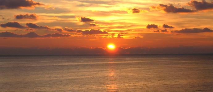Matrimonio In Spiaggia Al Tramonto : Lido di camaiore aperitivo al tramonto in spiaggia alla