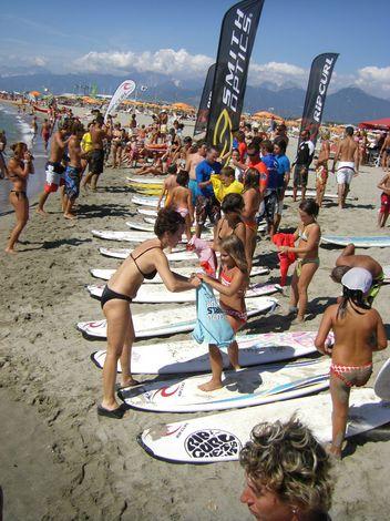 Per la prima volta il surf club close out arriva in - Bagno arizona viareggio ...