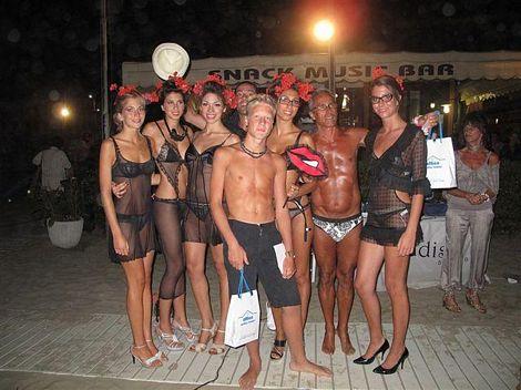 I bagnanti del bagno paradiso a lido di camaiore diventano modelli per un giorno news - Bagno brunella lido di camaiore ...