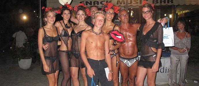 I clienti del bagno paradiso di lido di camaiore diventano modelli per un giorno news - Bagno danila lido di camaiore ...