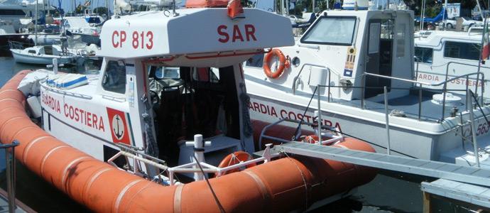 Pescherecci a strascico fermi in porto guardia costiera di viareggio in mare news viareggino - Bagno flora viareggio ...