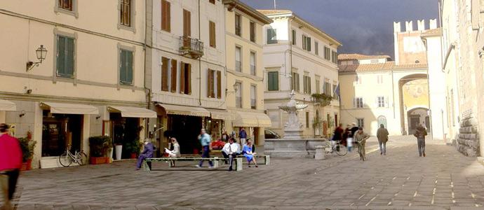 Nuovi arredi urbani a camaiore news viareggino for Nuovi arredi