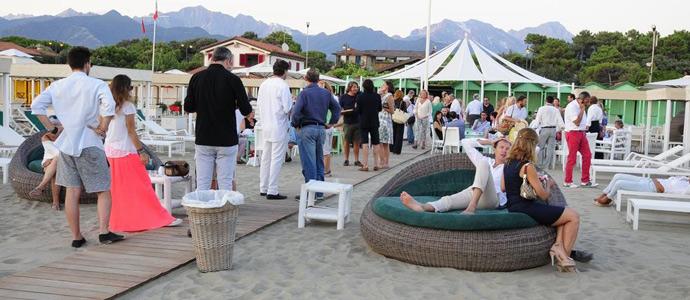Successo de la grande festa dell 39 estate e la festa - Bagno cesare forte dei marmi ...