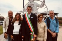 "Arte: Inaugurata ""Sailor"", all'ingresso del pontile di Tonfano la statua dell'americano Joe Donald Reyonolds"
