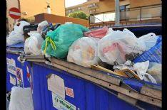 Cassonetti stracolmi sul viale Apua, Sindaco-runner chiama Polizia Municipale e fa multare condominio bene