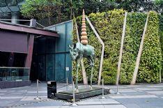 Arte: finissage per Xhixha al Chiostro,  a novembre rinoceronti, elefanti ed il surrelismo di Salvator Dalì in Piazza Duomo