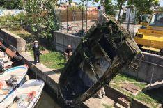 Canale Burlamacca, rimosso un pericoloso relitto