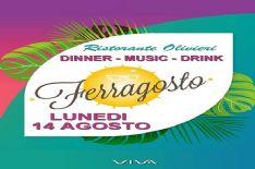 Musica e cena con menù alla carta al locale della passeggiata di Viareggio