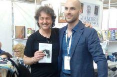 Lo scrittore viareggino ha portato in anteprima il suo nuovo romanzo allo stand della casa editrice viareggina Giovane Holden