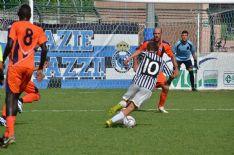 In Eccellenza si sblocca il Camaiore che, trascinato da Mancini, batte 2-1 il Vorno in 10. Non va oltre l'1-1 il Pietrasanta in Promozione