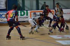 Bianconeri trascinati dalle doppiette di Jepi Selva e Gavioli, nei rossoblù spicca la tripletta di Casas