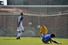 Nel derby bianconero le zebre viareggine non vanno oltre lo 0-0 contro la già retrocessa Massese