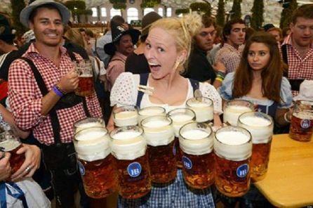 Sabato 7 e domenica 8 al lounge bar della passeggiata festa della birra in collaborazione con Viva e Viareggino.it