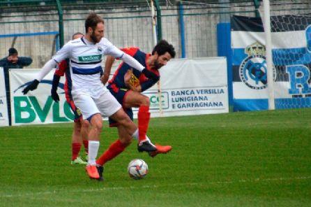Falchini decide l'1-0 sulla Sinalunghese. Negli ultimi minuti di recupero arrivano i gol delle zebre a Piancastagnaio e dei verdazzurri ad Agliana