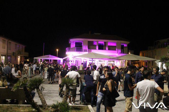 Notte Bianca a Viareggio: Bar Orsi è il Moulin Rouge e regala un ...